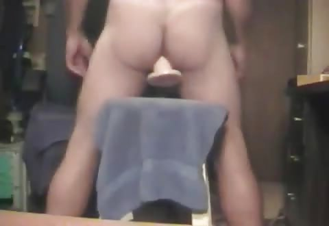 Homo anus verslind vuist dildo