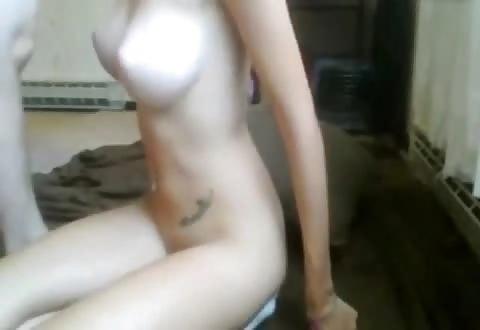 Sensueel jong stel doet verzoekjes tijdens cam porno