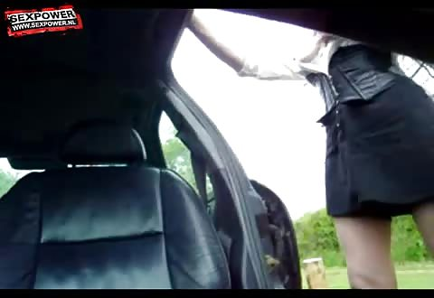 mature blonde spermasloerie laat zich als een verhit teef batsen op parkeerplaats