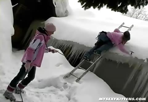 Hete dames doen het in de sneeuw