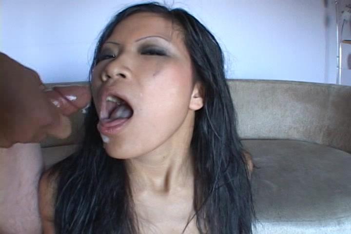 Spuit je kwakje in de mond van dit Thaise hoertje