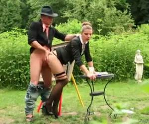 Geile buiten sex in de tuin